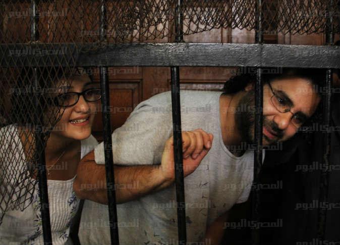 علاء ومنى سيف أثناء محاكمتهم - تصوير: علاء القمحاوي