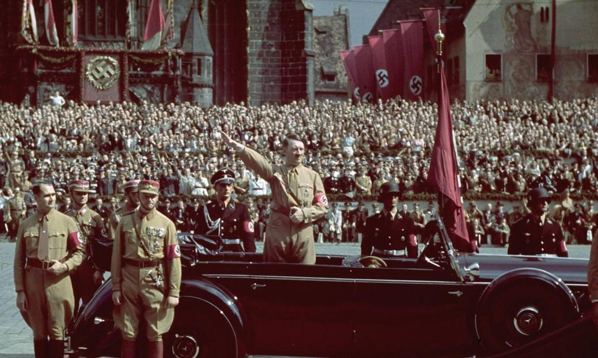 Hitler_right