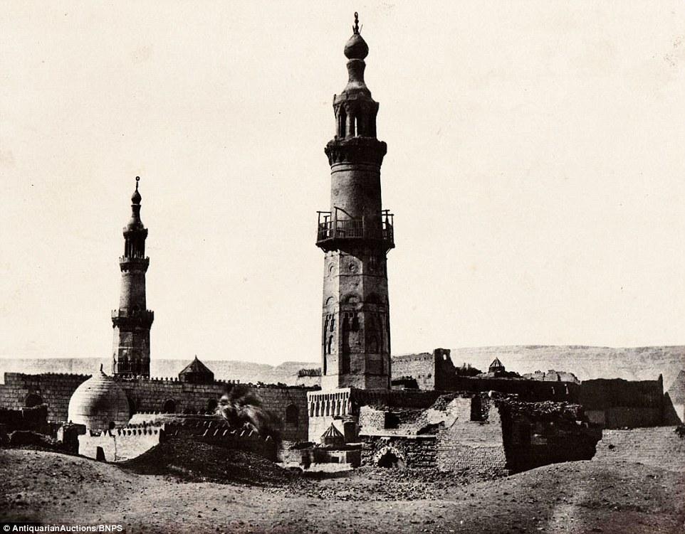 مسجد علي بك بصعيد مصر، تم تناقلها من عائلة جنوب إفريقية.