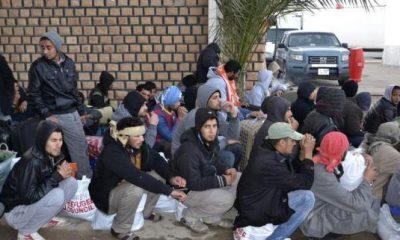 مصريون عائدون من ليبيا عبر الحدود التونسية 20 فبراير 2015 - رويترز.