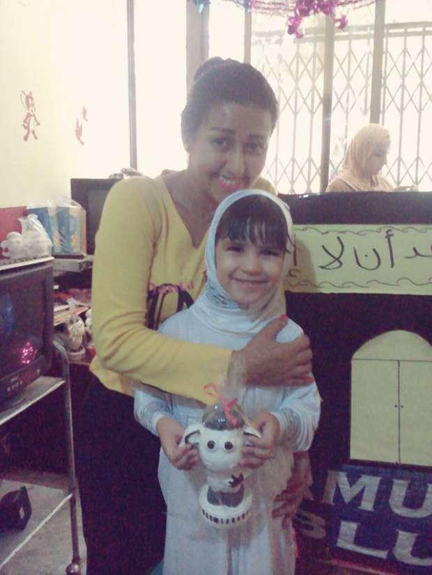 ولاء سمير مع ابنتها