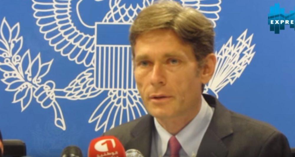 صورة من اليوتيوب لتوم مالينوفسكي مساعد وزير الخارجية لشؤون الديمقراطية وحقوق الإنسان والعمل