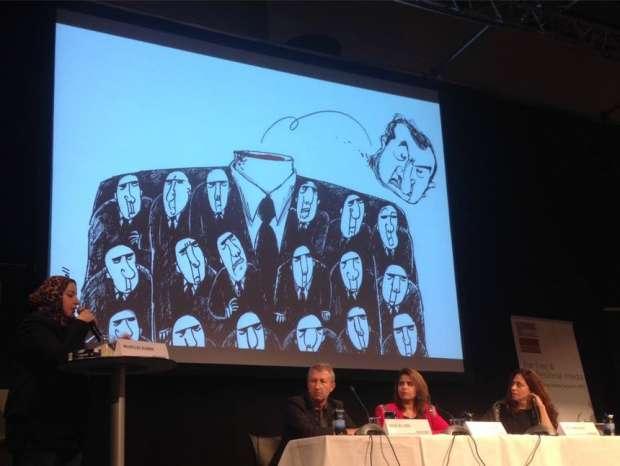 دعاء العدل خلال مشاركتها في أحد المؤتمرات الدولية- صورة من صفحتها على فيس بوك
