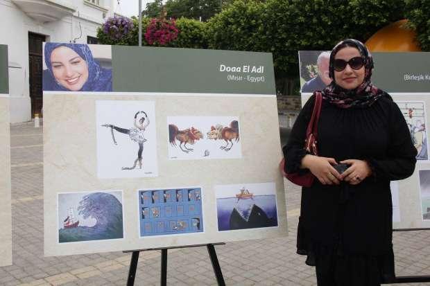 دعاء العدل خلال مشاركتها في أحد المعارض- صورة من صفحتها على فيس بوك